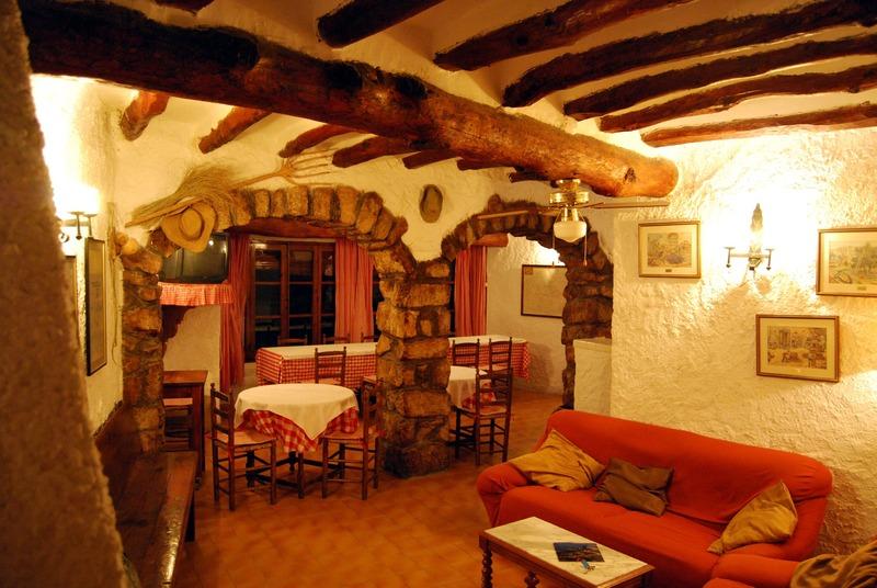 Livingroom and diningroom.JPG